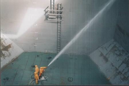 Final cleaning of tanks prior loading noxious liquid cargo